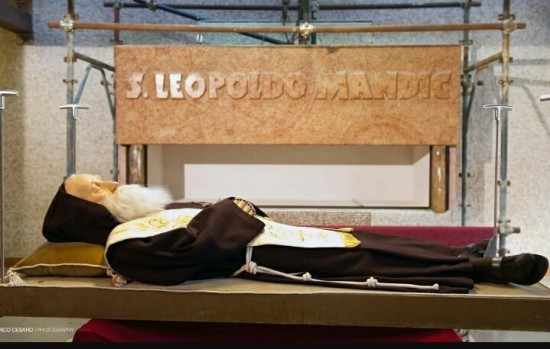 Capuchin Saints chosen as Symbols of the Year of Mercy: Relics of St.'s Padre Pio and Leopold Mandic brought to Rome.