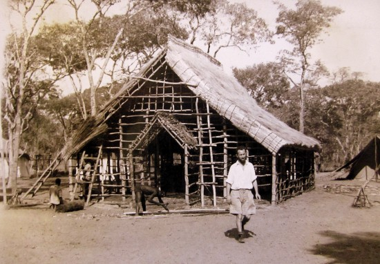 Fig. 1 - Building a temporary church at the Irish Capuchin mission at Mankoya, 1938